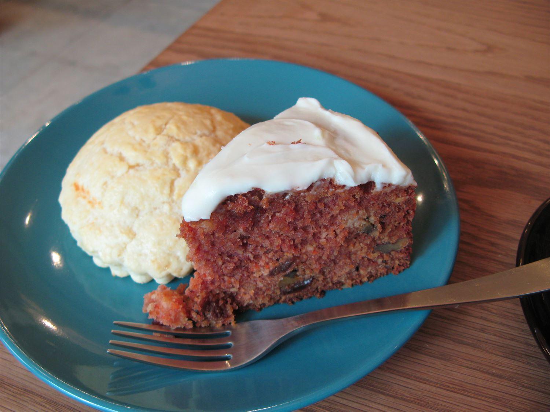 キャロットケーキとバターミルクビスケット