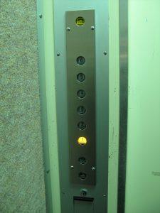エレベーター中1