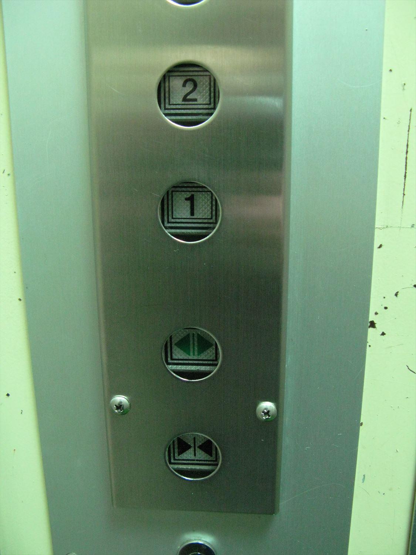 エレベーター中2