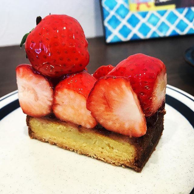 パティスリー アクイユ (patisserie accueil)のいちごタルトがお気に入りです – なんば/ケーキ